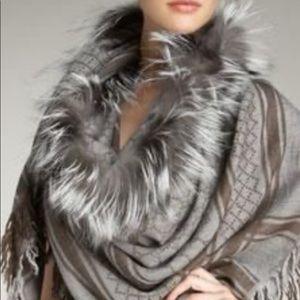 LAST DROP🔥GUCCI Survie Fox Fur scarf .